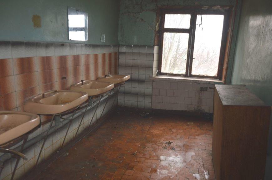 В Никополе  жители общежития по ул. Первомайская, 26 протестуют против антисанитарных условий жизни (фото) - фото 1