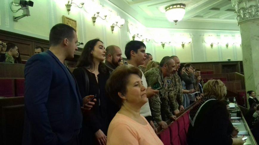 В Верховной Раде криворожане пытаются привлечь внимание народных избранников и скандируют