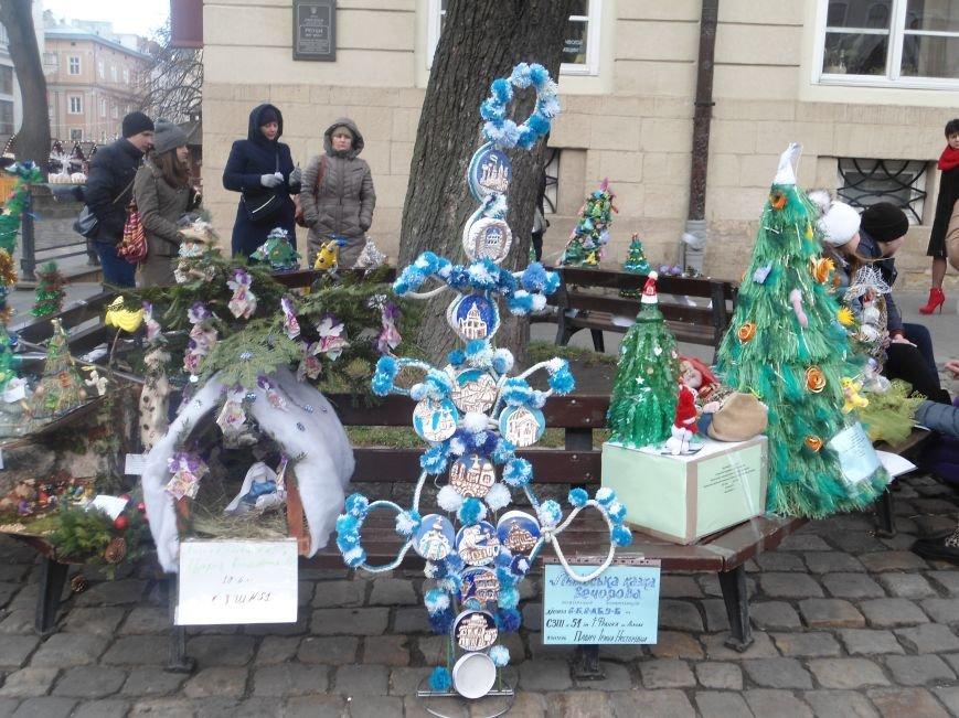 Школярі представили у Львові альтернативні ялинки (ФОТО) (фото) - фото 1