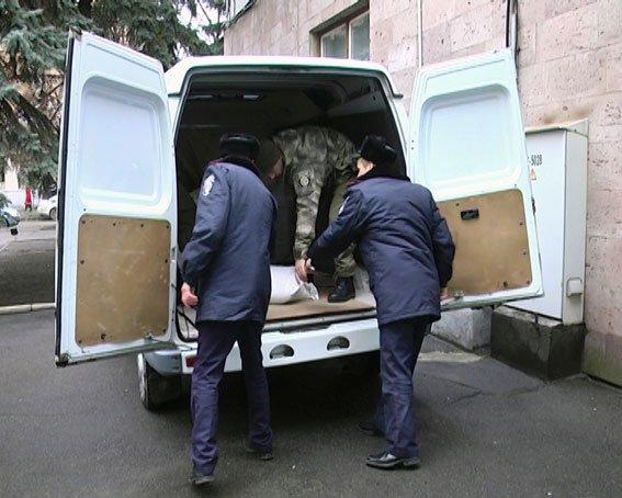 Харьковские полицейские отправили помощь своим сослуживцам в зону АТО (ФОТО) (фото) - фото 2