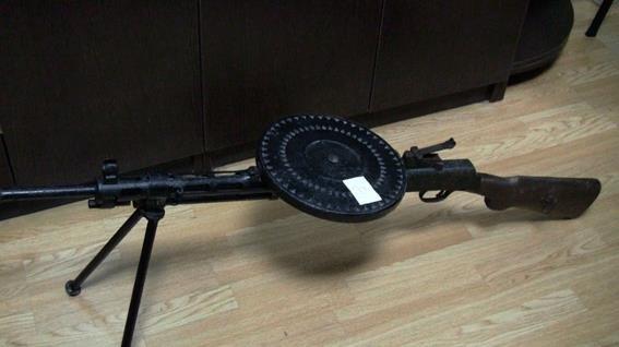 Киевлянин пытался продать на рынке ручной пулемет (ФОТО) (фото) - фото 1
