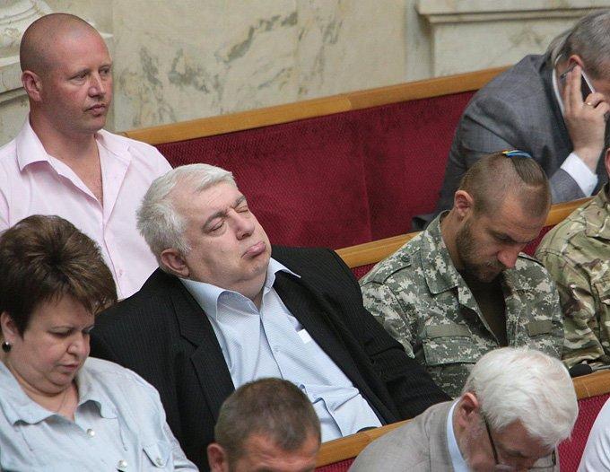 Харьковский депутат в очередной раз заснул на заседании в Верховной Раде (ФОТО) (фото) - фото 1