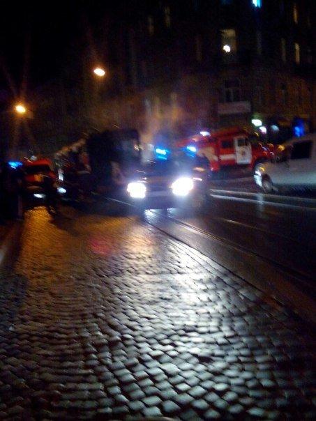 У Львові під час руху загорівся трамвай. З'явилися перші фото з місця пожежі (ФОТОРЕПОРТАЖ) (фото) - фото 1