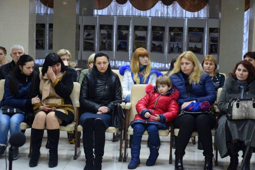 """""""Эти ордера - обязанность государства перед героями"""", -  семьи погибших бойцов получили квартиры в Николаеве (ФОТОРЕПОРТАЖ), фото-4"""