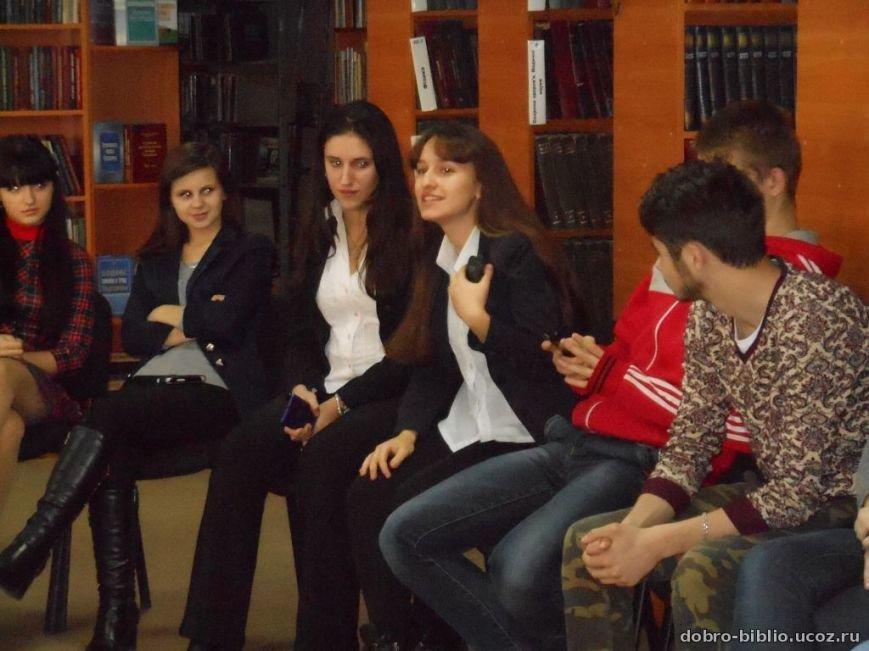 В добропольской библиотеке продолжаются кинопросмотры (фото) - фото 1