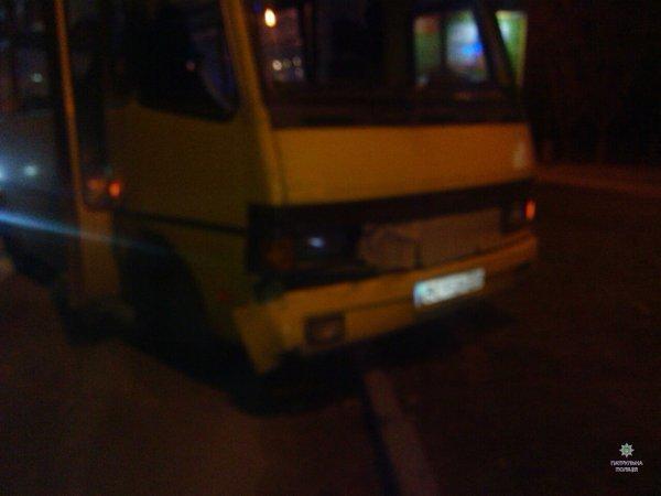 У Львові автобус врізався в автомобіль (ФОТО) (фото) - фото 1