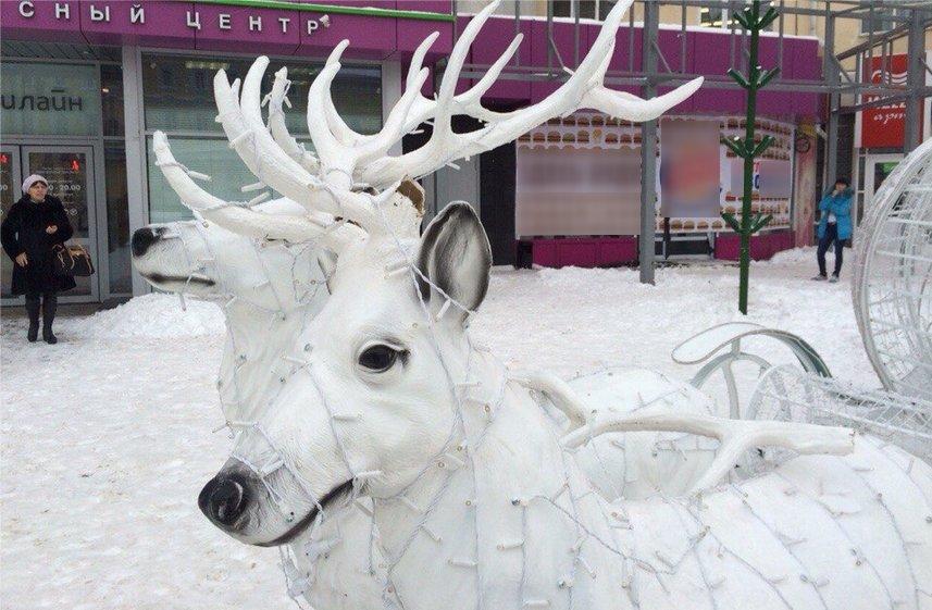 В Ульяновске отморозки напали на новогодних оленей: ВИДЕО, фото-1