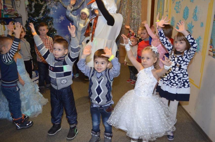 Начало новогодним чудесам положено: в Школе Иностранных Языков ABC прошел первый праздничный утренник! (фото) - фото 4