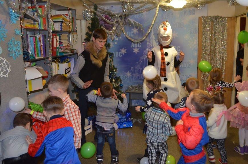 Начало новогодним чудесам положено: в Школе Иностранных Языков ABC прошел первый праздничный утренник! (фото) - фото 7