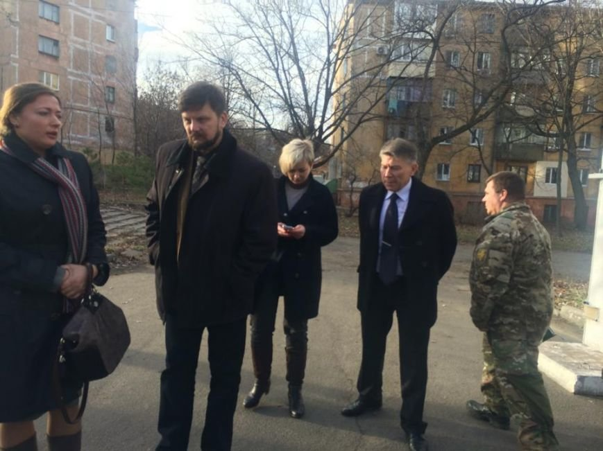 """Жители Коминтерново находятся в заложниках  у """"ДНР"""", им не дают подходить к окнам,- волонтеры (ФОТО, ВИДЕО), фото-1"""