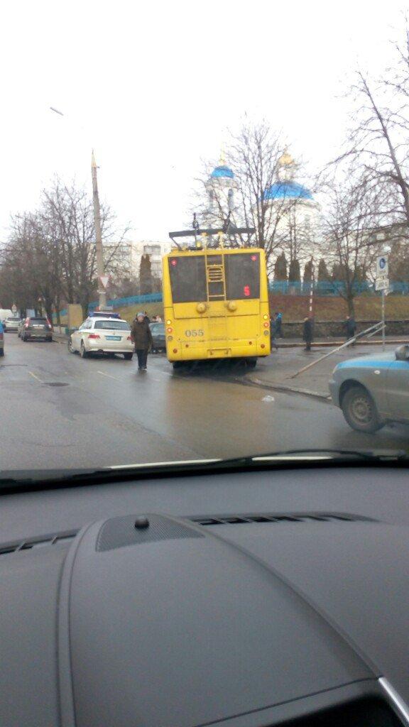 В Сумах возле Ильинской церкви столкнулись Audi и троллейбус (ФОТО) (фото) - фото 1
