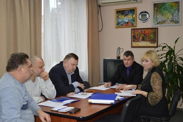 На заседаниях постоянных комиссий горсовета депутаты рассматривают важные вопросы (фото) - фото 1