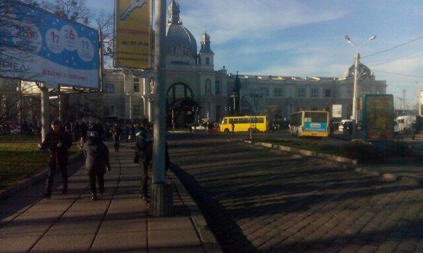 У Львові шукають вибухівку на Головному залізничному вокзалі (ФОТО) (фото) - фото 2