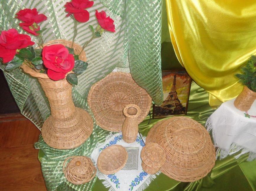 В Красноармейском историческом музее презентовали оригинальную выставку «Новогодние подарки» (фото) - фото 1