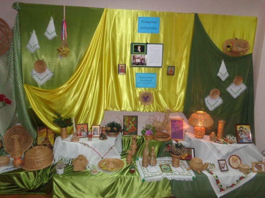 В Красноармейском историческом музее презентовали оригинальную выставку «Новогодние подарки» (фото) - фото 4
