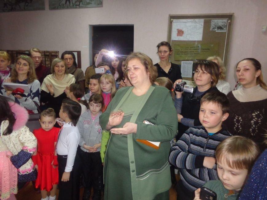 В Красноармейском историческом музее презентовали оригинальную выставку «Новогодние подарки» (фото) - фото 10