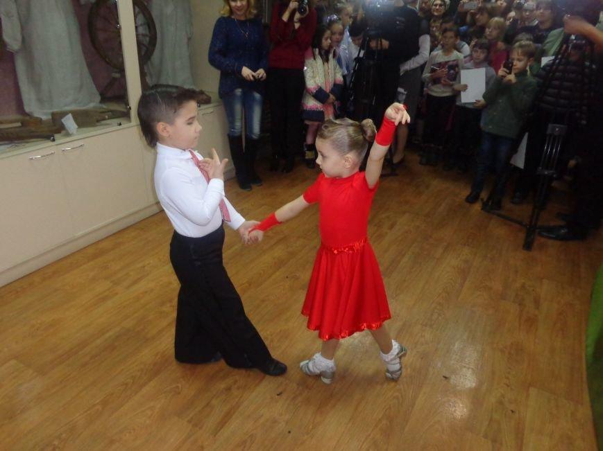 В Красноармейском историческом музее презентовали оригинальную выставку «Новогодние подарки» (фото) - фото 13