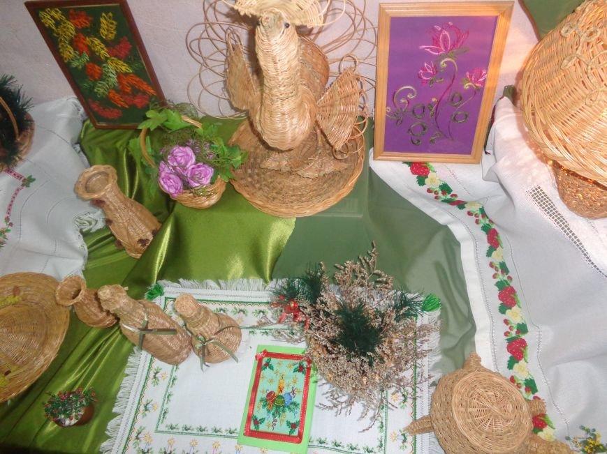 В Красноармейском историческом музее презентовали оригинальную выставку «Новогодние подарки» (фото) - фото 2