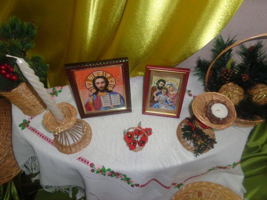 В Красноармейском историческом музее презентовали оригинальную выставку «Новогодние подарки» (фото) - фото 8