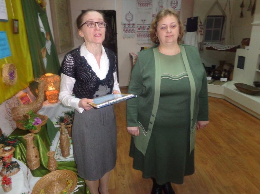 В Красноармейском историческом музее презентовали оригинальную выставку «Новогодние подарки» (фото) - фото 11