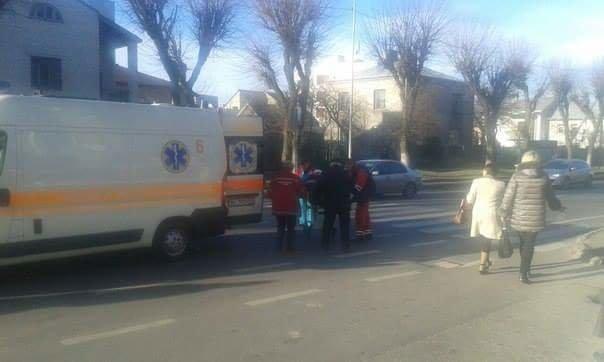 У Львові на пішохідному переході збили людину. Опубліковані фото (фото) - фото 1