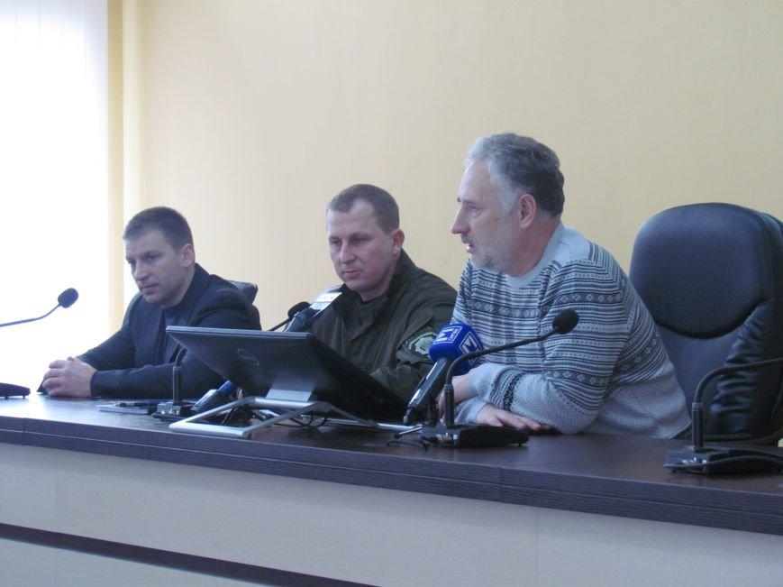 Жебривский пообещал полицейским в Мариуполе 15 миллионов гривен и подарил часы Аброськину (ФОТО+ВИДЕО), фото-6
