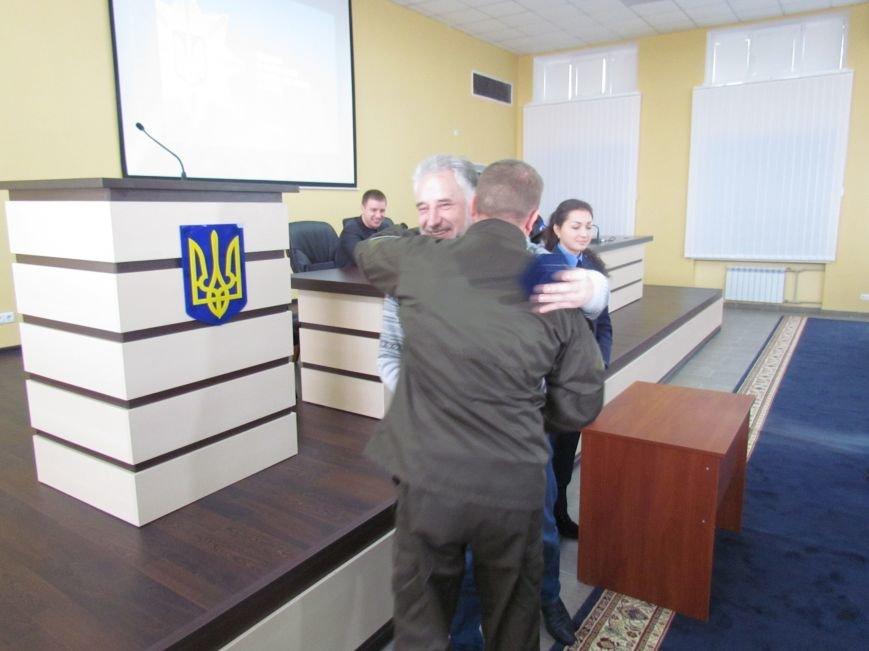 Жебривский пообещал полицейским в Мариуполе 15 миллионов гривен и подарил часы Аброськину (ФОТО+ВИДЕО), фото-4