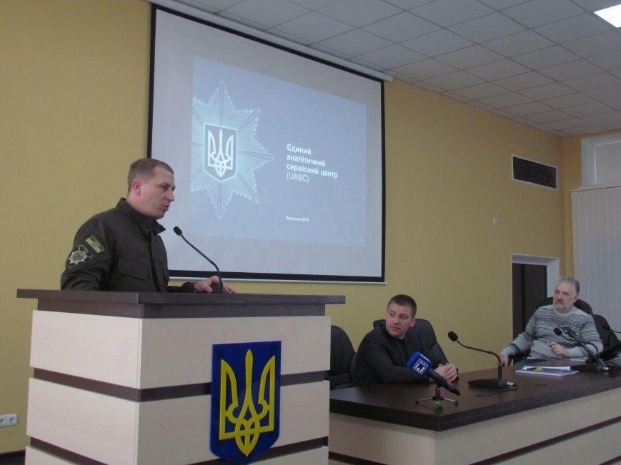 Жебривский пообещал полицейским в Мариуполе 15 миллионов гривен и подарил часы Аброськину (ФОТО+ВИДЕО), фото-1