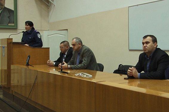 Правоохоронці провели зустріч із студентами-іноземцями Івано-Франківського медичного університету (фото) - фото 1