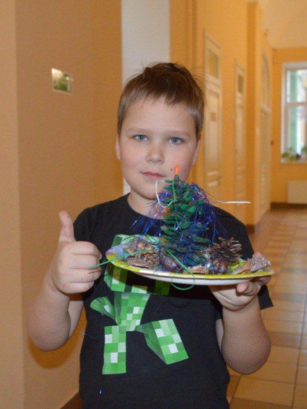 Креативные подростки из Пушкина смастерили игрушки для техноёлки (фото) - фото 1