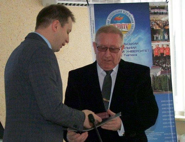 Голова ОДА вручив орден  ректору тернопільського педуніверситету (фото) - фото 1