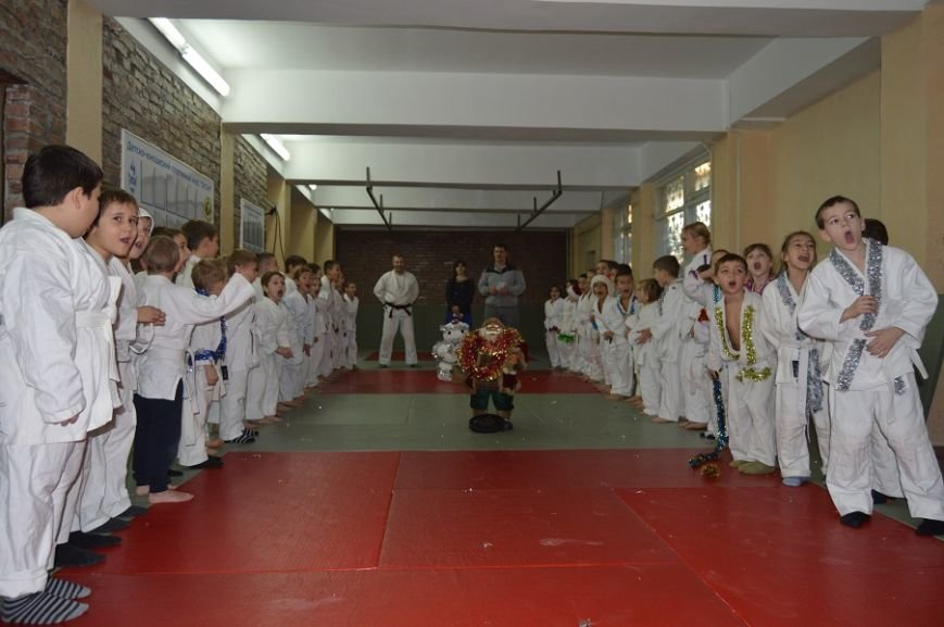 В массандровском отделении  ДЮСК «Титан» прошел спортивный праздник «Зимние забавы», фото-1
