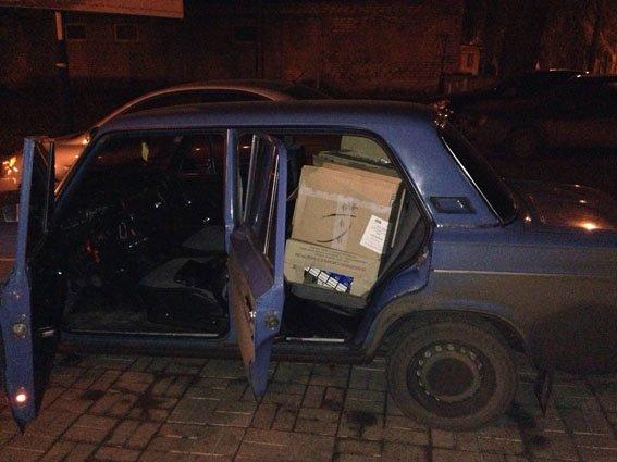 На блокпосту в Артемовске-Бахмуте задержана перевозка нелегальных сигарет (фото) - фото 1