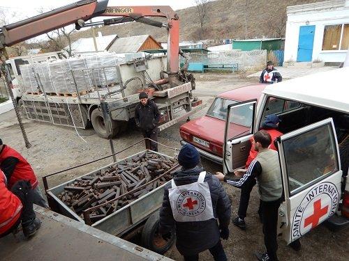 Международный Красный Крест на прошлой неделе отвез топливо в Коминтерново (фото) - фото 1