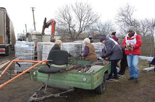 Международный Красный Крест на прошлой неделе отвез топливо в Коминтерново (ФОТО), фото-3