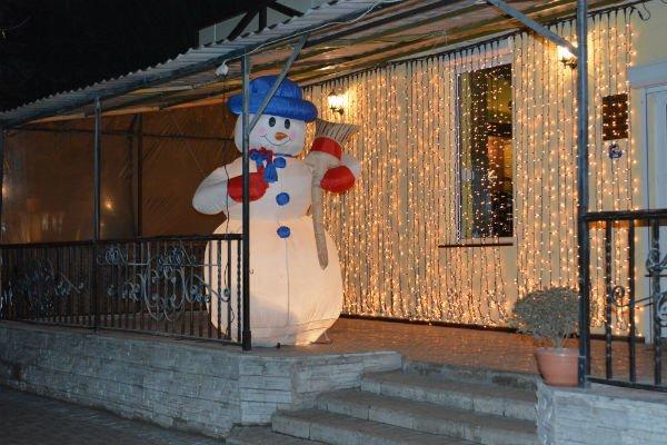 Областной центр Луганщины преобразился к новогодним праздникам (ФОТО) (фото) - фото 1