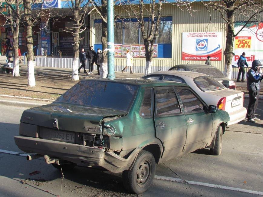 В Мариуполе произошло тройное ДТП, один человек пострадал, фото-3