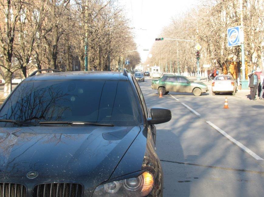В Мариуполе произошло тройное ДТП, один человек пострадал, фото-1