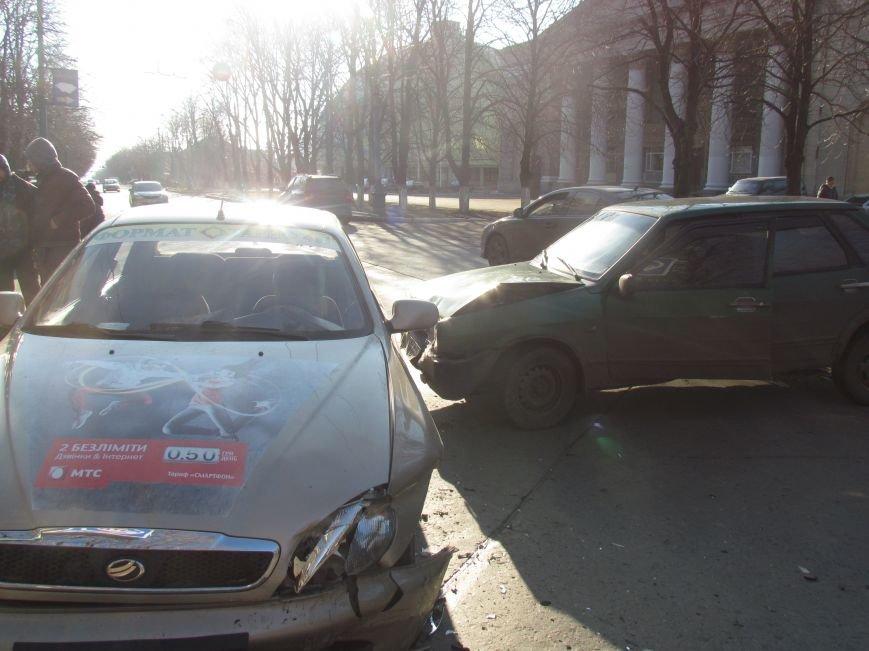 В Мариуполе произошло тройное ДТП, один человек пострадал, фото-2