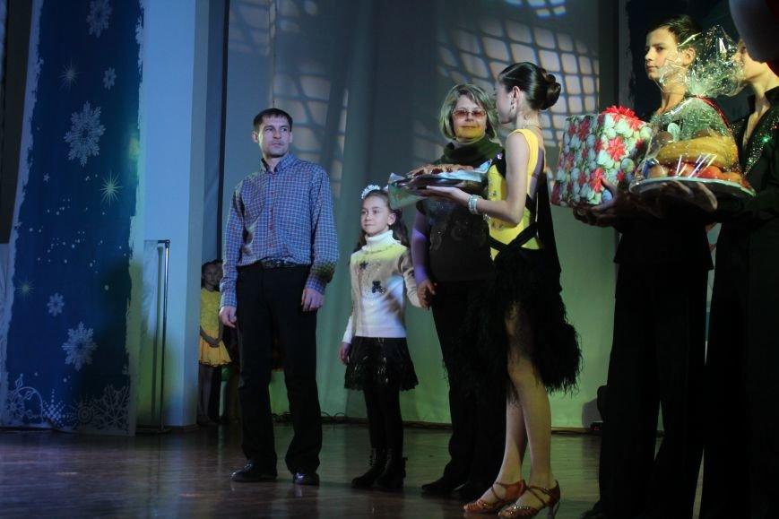 В Днепродзержинске состоялся новогодний праздник для детей-сирот и детей, лишенных родительской опеки, фото-19
