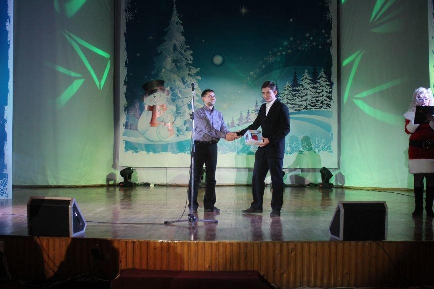 В Днепродзержинске состоялся новогодний праздник для детей-сирот и детей, лишенных родительской опеки, фото-10
