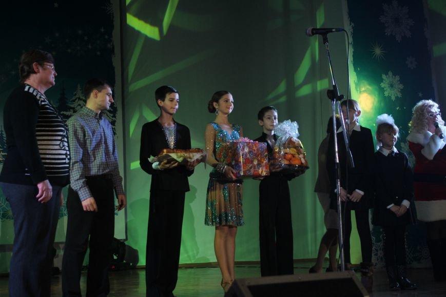 В Днепродзержинске состоялся новогодний праздник для детей-сирот и детей, лишенных родительской опеки, фото-17