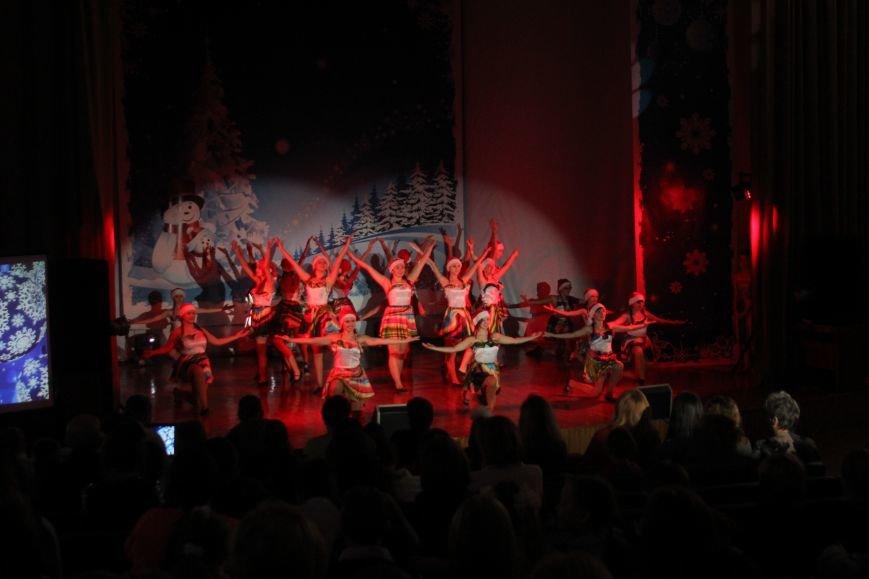В Днепродзержинске состоялся новогодний праздник для детей-сирот и детей, лишенных родительской опеки, фото-4
