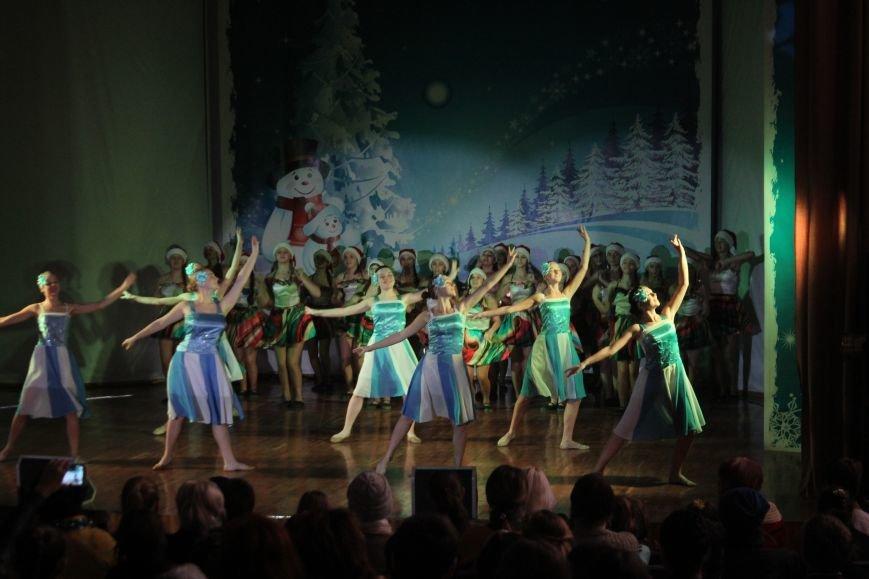 В Днепродзержинске состоялся новогодний праздник для детей-сирот и детей, лишенных родительской опеки, фото-5