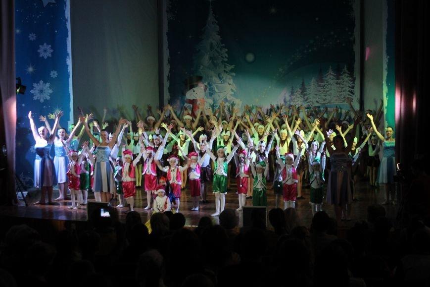 В Днепродзержинске состоялся новогодний праздник для детей-сирот и детей, лишенных родительской опеки, фото-8