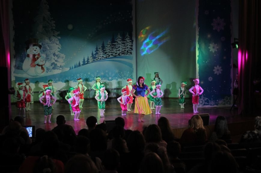 В Днепродзержинске состоялся новогодний праздник для детей-сирот и детей, лишенных родительской опеки, фото-2