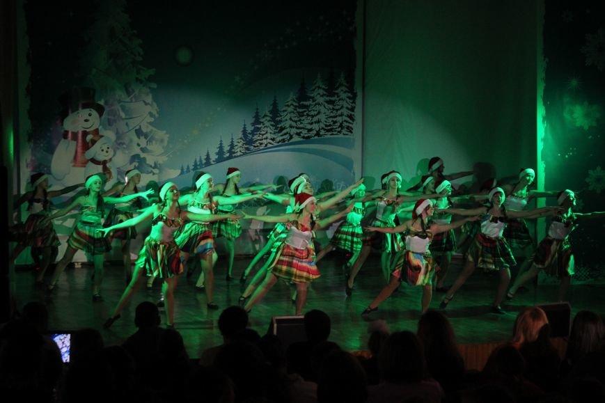 В Днепродзержинске состоялся новогодний праздник для детей-сирот и детей, лишенных родительской опеки, фото-3