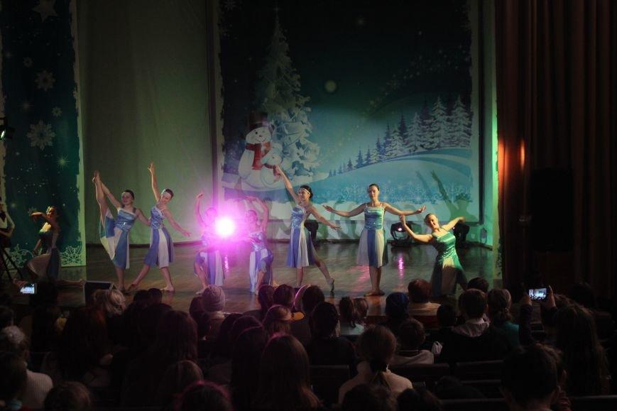 В Днепродзержинске состоялся новогодний праздник для детей-сирот и детей, лишенных родительской опеки, фото-1