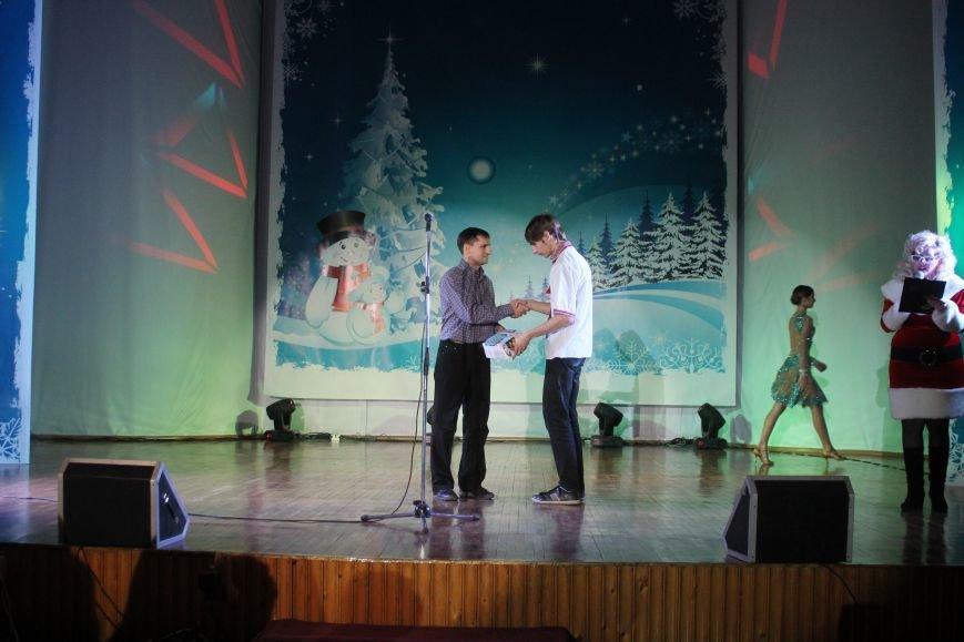 В Днепродзержинске состоялся новогодний праздник для детей-сирот и детей, лишенных родительской опеки, фото-11