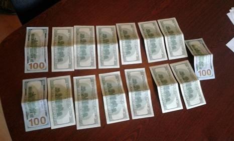 На хабарі спіймали прикарпатського надвичайника, який вимагав 1,5 тисяч доларів від підлеглого (ВІДЕО) (фото) - фото 1